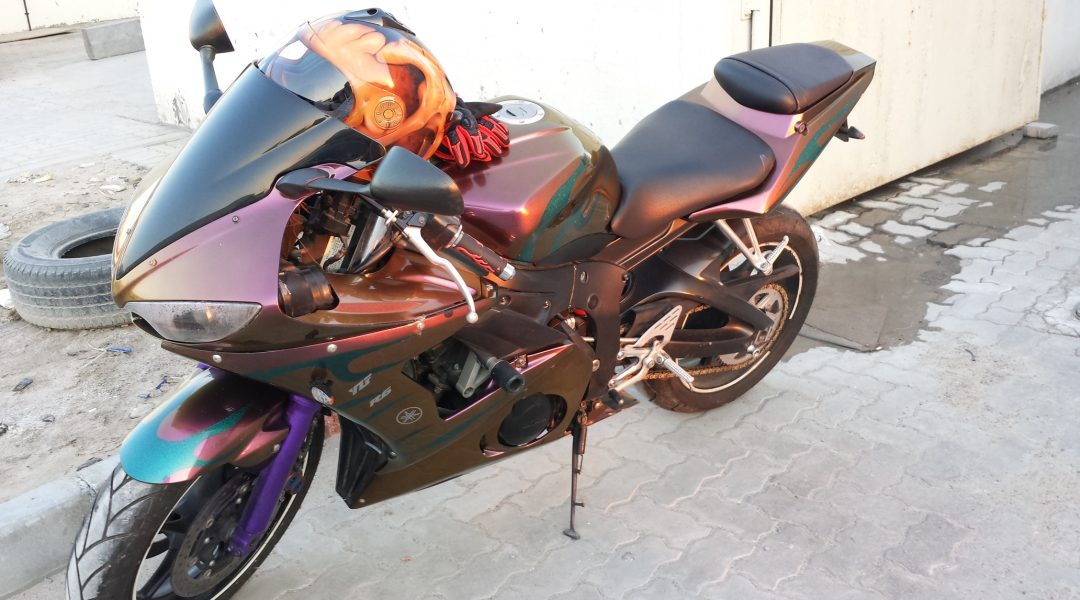 Right view of the chameleon super bike with the gold orange red 4739OR.